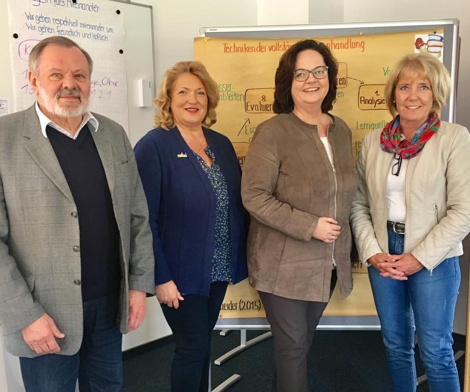 Gespräch beim Caritas Fach-Seminar für Pflege und Gesundheit in Rheine
