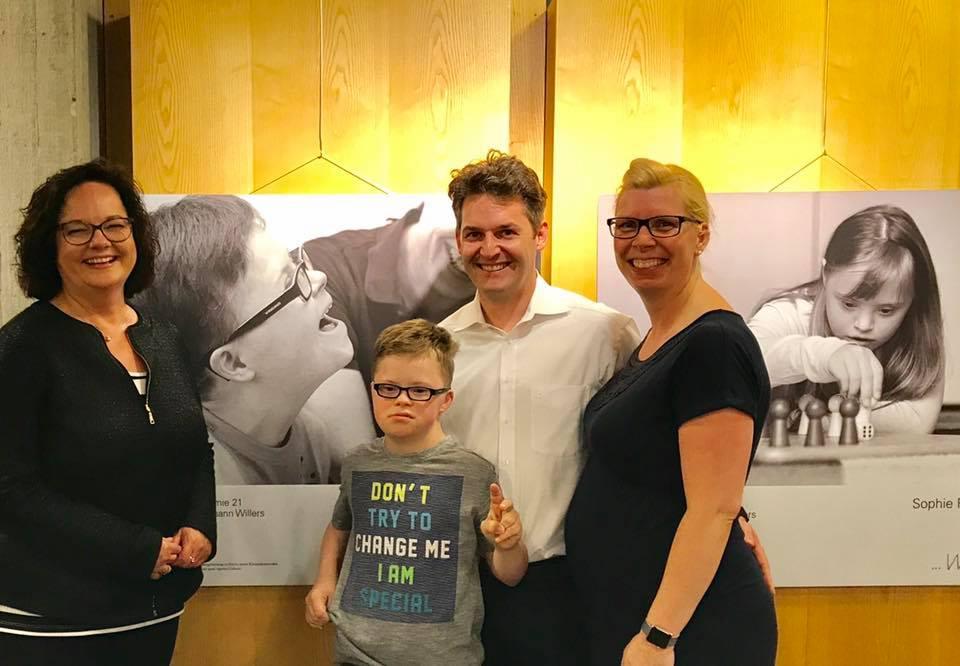 """Ausstellung """"Wie du!"""" mit beeindruckenden Fotos von Kindern und Erwachsenen mit Trisomie 21."""