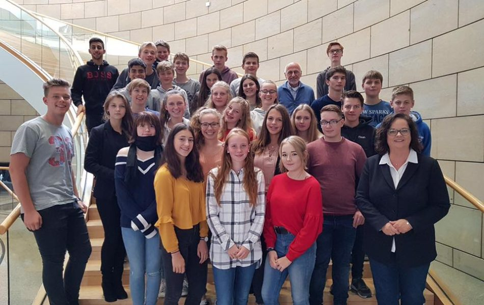 Besuchergruppe der Maximilian-Kolbe-Gesamtschule Saerbeck zu Gast im Landtag