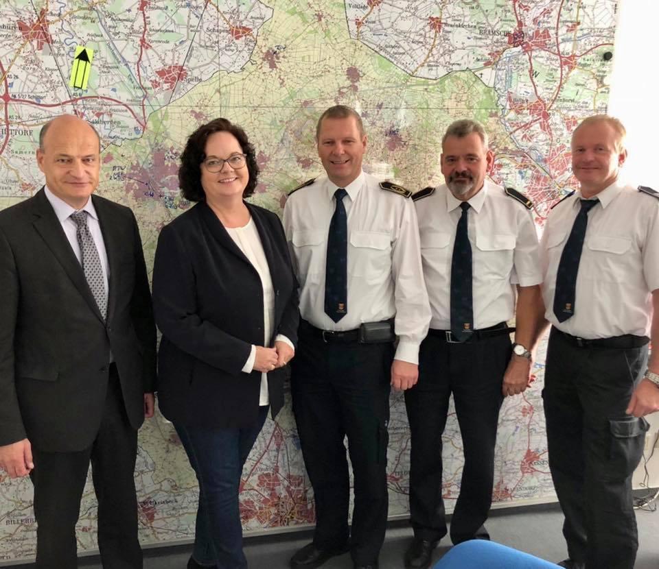"""""""Die Woche der Feuerwehr ist eine Woche der Wertschätzung"""" – Andrea Stullich MdL zu Besuch bei der Kreisleitstelle Steinfurt"""