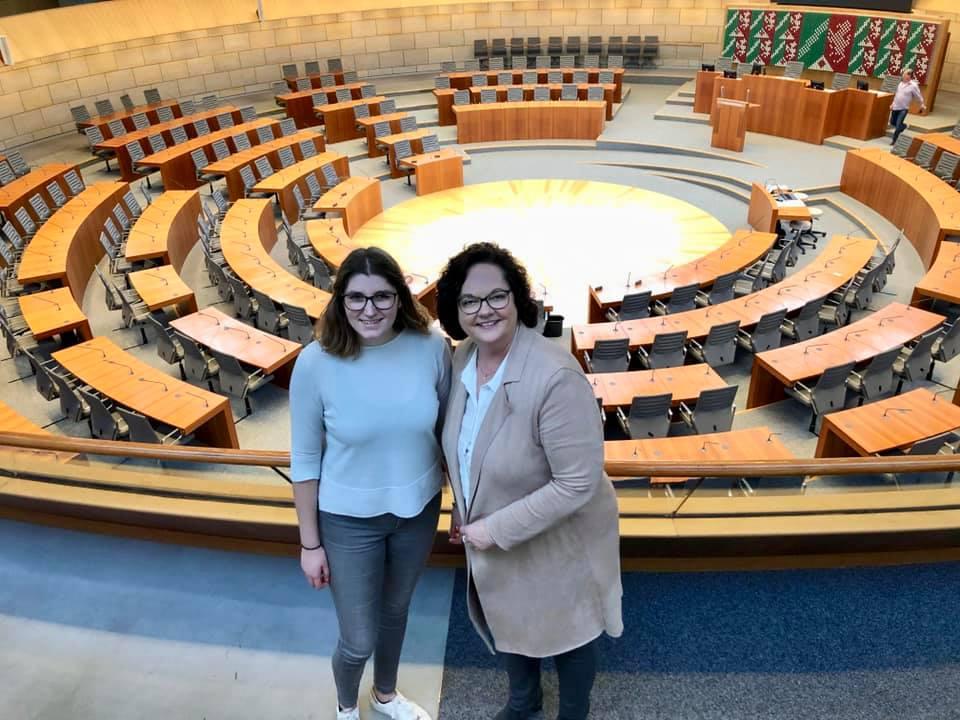 Unterwegs im Landtag mit Praktikantin Julia Schlinge aus Emsdetten