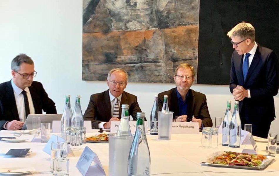 """Prof. Karl-Rudolf Korte, Politikwissenschaftler und ZDF-Wahlanalyst, bei den """"Düsseldorfer Evangelischen Gesprächen"""""""