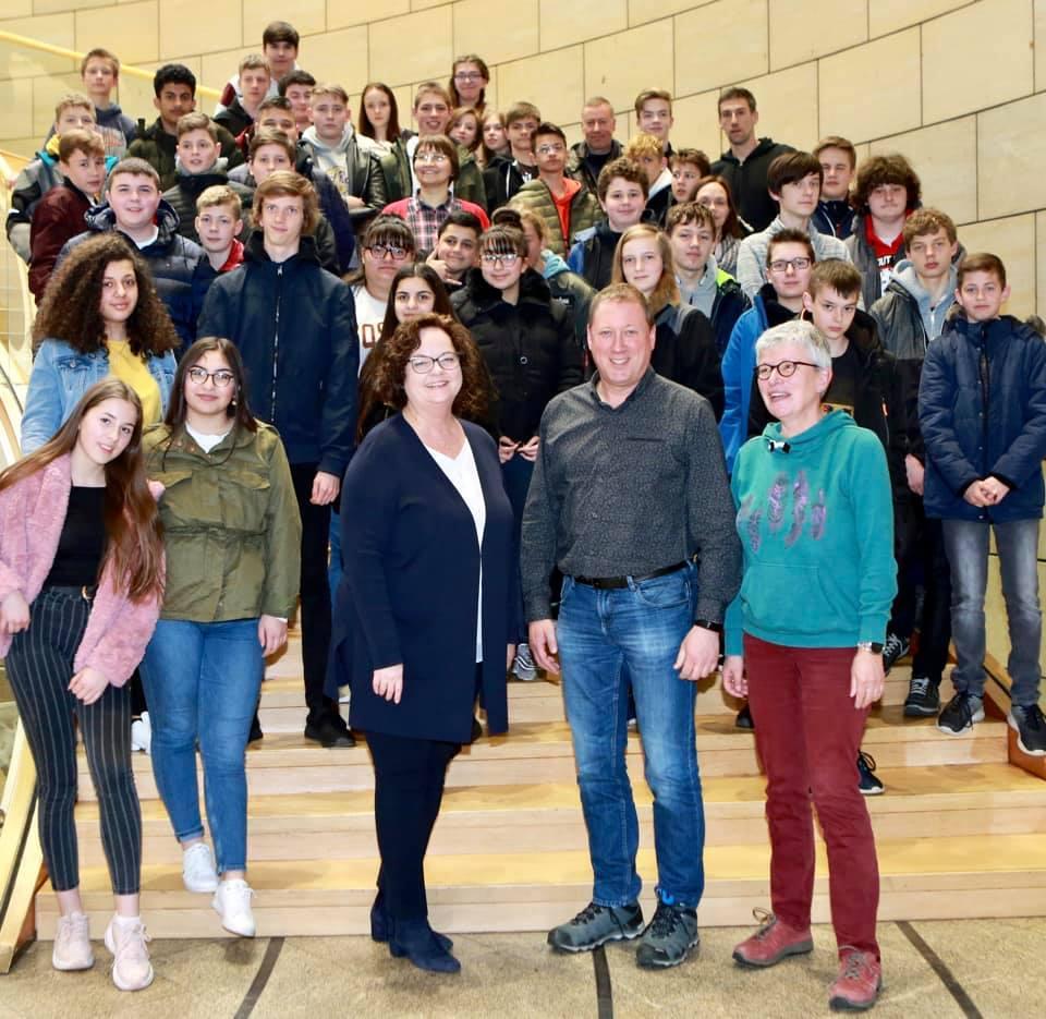 Schülerinnen und Schüler der Jahrgangsstufe 8 an der Anne-Frank-Realschule in Ibbenbüren zu Gast im Düsseldorfer Landtag