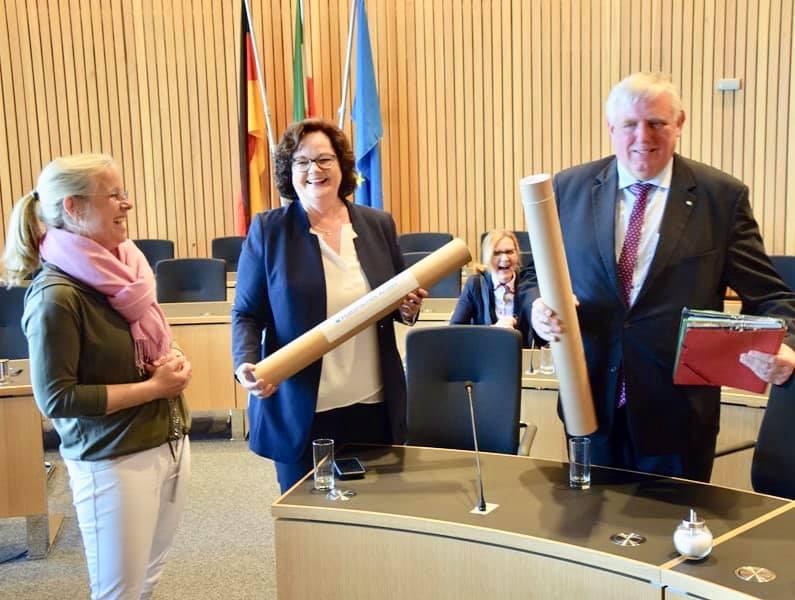 Gäste der IVZ-Leserreise zu Gast im Landtag