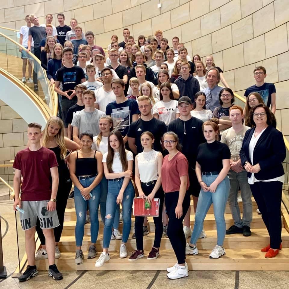 Besuchergruppe der Gesamtschule Hörstel zu Gast im Düsseldorfer Landtag