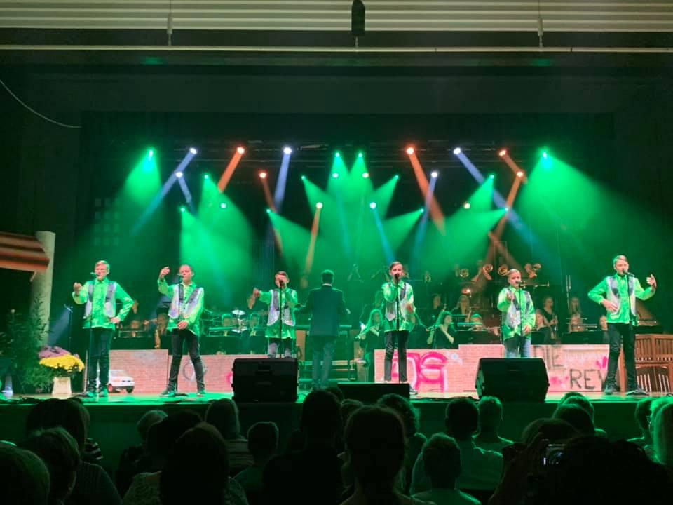 Oldie-Revue des Arnold-Janssen-Gymnasiums in der Stadthalle Rheine