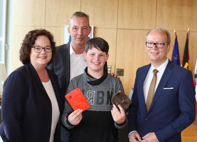 """Landessieger von NRW bei """"Schüler experimentieren"""" im Landtag"""