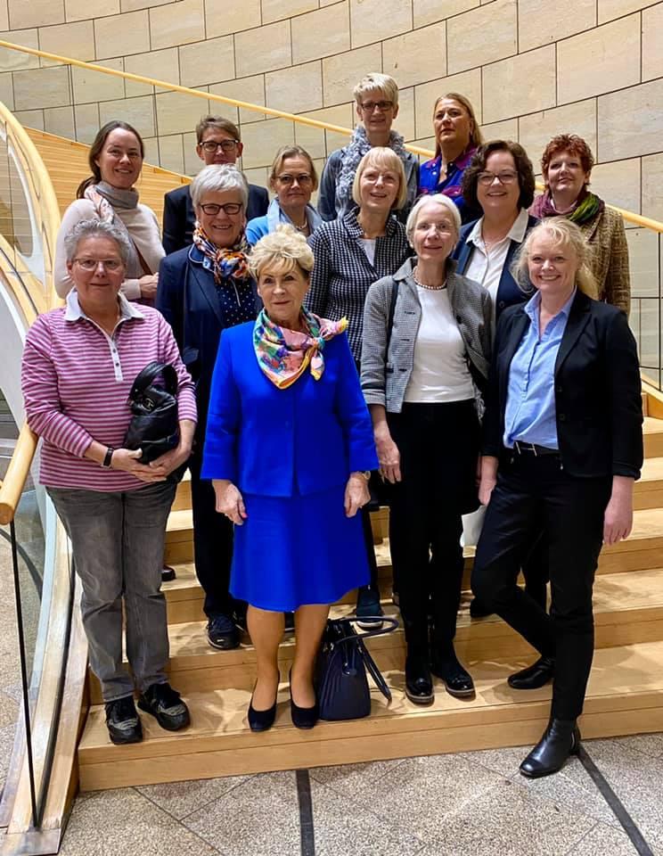 Besuchergruppe des Zonta Club Rheine zu Gast im Düsseldorfer Landtag
