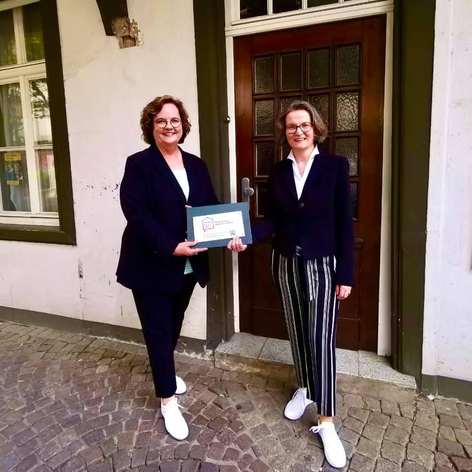 Ministerin Scharrenbach übergibt Förderscheck in Rheine